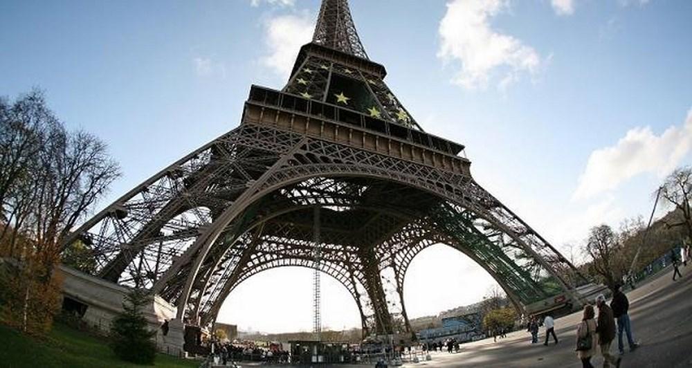 Ο πύργος του Άιφελ μέσα από το Google Street View