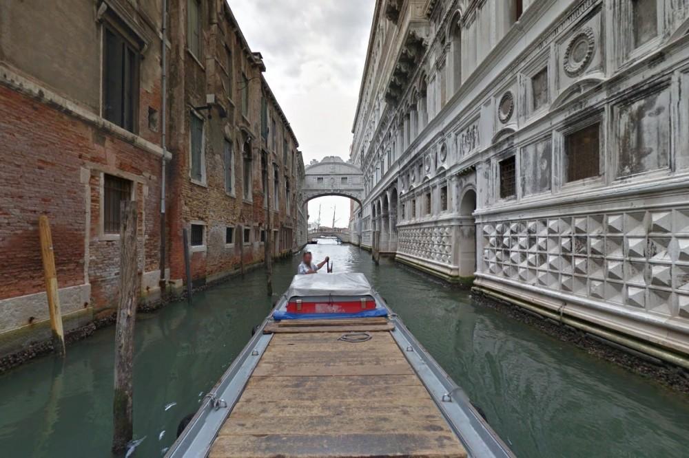 Η γέφυρα των στεναγμών σε street view ή μήπως γόνδολα view;